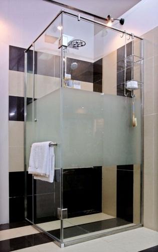 hiểu thế nào & ưu điểm của vách tắm kính