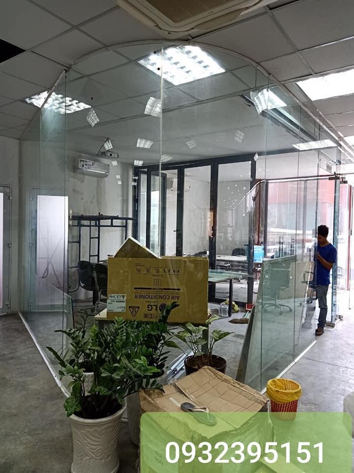 cửa kính cường lực văn phòng tại quận 1