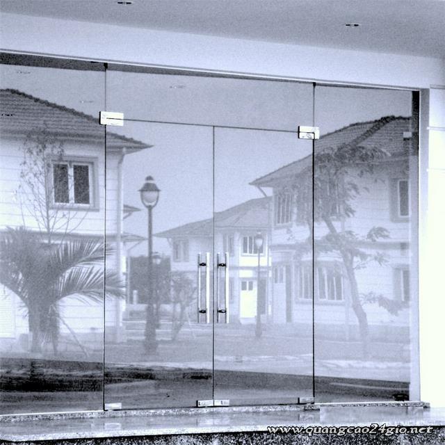 cửa kính cường lực giá rẻ tại tân bình và bình tân