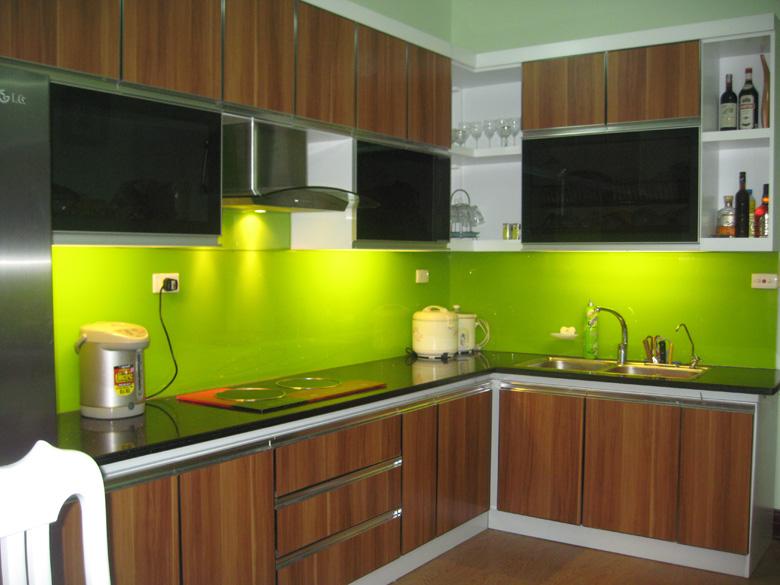 Thi công lắp đặt kính màu ốp bếp tại hcm